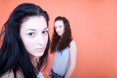 posera kvinnor Fotografering för Bildbyråer