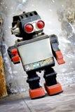 posera retro robot Royaltyfri Bild