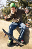 posera skateboarderen Arkivbilder
