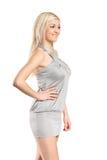 posera slitage kvinnabarn för attraktiv klänning royaltyfri foto