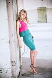 posera studio för modemodell royaltyfria foton