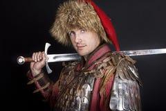 posera svärd för holdingman Arkivbilder