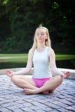posera yoga Arkivbild