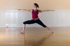 posera yoga Arkivfoton