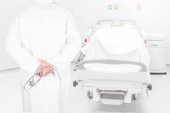 Poserar bilden för den bakre sikten för närbilden av doktorer med stetoskopet armar c arkivbilder