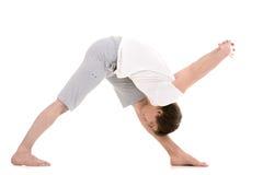 Poserar den intensiva sidoelasticiteten för yoga Arkivbilder