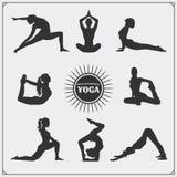 Poses da ioga e logotipo da ioga Imagens de Stock Royalty Free