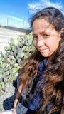 Poses de femme avec le cactus Image libre de droits