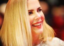 Poses de Nicole Kidman sur le tapis rouge Photographie stock