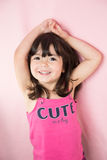Poses de sorriso bonitas da menina para o retrato Fotografia de Stock