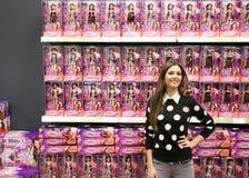 Poses de Victoria Justice da atriz para fãs e imprensa imagens de stock royalty free