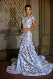 Poses modèles de Kalyn Hemphill dans l'intérieur Photo libre de droits