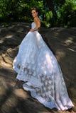 Poses modèles de Kalyn Hemphill dans le Central Park Images libres de droits