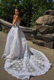 Poses modèles de Kalyn Hemphill dans le Central Park Image stock