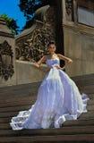 Poses modèles de Kalyn Hemphill dans le Central Park Images stock