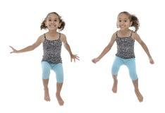 Poses multiples de sauter heureux de fille Photos stock