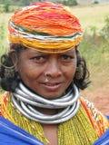 Poses tribales de femme de Bonda pour une verticale Image stock