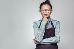 Posição asiática da mulher imagem de stock