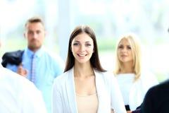 Posição bem sucedida da mulher de negócio Imagens de Stock Royalty Free