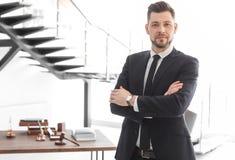 Posição masculina do advogado foto de stock