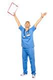 Posibilidad muy remota de un doctor jubiloso que celebra su éxito Imagenes de archivo