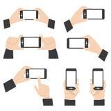 Posición de la mano que sostiene el teléfono móvil Fotos de archivo libres de regalías