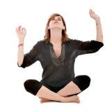 Posición de loto de la yoga de la mujer fotografía de archivo