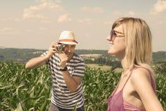 Posición del hallazgo para el tiro al aire libre perfecto Foto de archivo libre de regalías