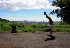 Posiciones del pino del hombre en el puesto de observación de Honolulu Fotografía de archivo
