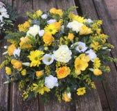 Posie белизны розы желтого цвета стоковое фото rf