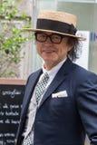 Posig de moda del hombre durante la semana de la moda de Milan Men Fotos de archivo libres de regalías