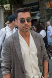 Posig de moda del hombre durante la semana de la moda de Milan Men Fotografía de archivo