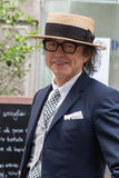 Posig elegante do homem durante a semana de moda de Milan Men Fotos de Stock Royalty Free