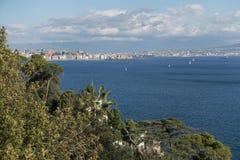 Posillipo con Nápoles en el fondo fotos de archivo libres de regalías