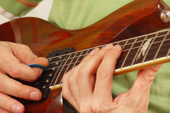 Posing hands of guitarist playing the electric guitar Royalty Free Stock Photos