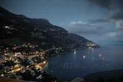 Positano村庄在晚上 免版税图库摄影