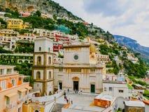 Positano, Ιταλία κατά μήκος της ζαλίζοντας ακτής της Αμάλφης στοκ φωτογραφίες