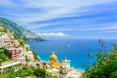 Positano, Amalfi wybrzeże, Campania, Włochy piękny widok na starym miasteczku przy słonecznym dniem obraz royalty free