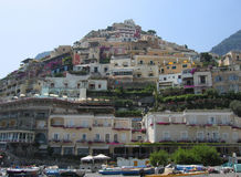 Positano beskådade från stranden royaltyfri bild