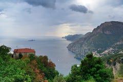 Positano från Nocelle på en molnig eftermiddag Royaltyfri Bild