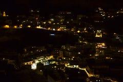Positano-Nacht-Ansicht in Süd-Italien lizenzfreies stockfoto