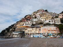 Positano - panorama från den stora stranden royaltyfria bilder