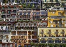 Positanos byggnader som ses från havet. Royaltyfri Fotografi
