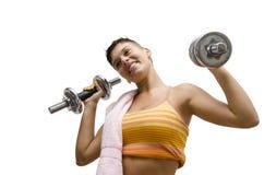 Positieve jonge meisje het opheffen gewichten in de lucht Stock Fotografie