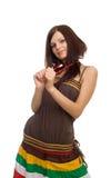 Positieve vrouw met rode parels royalty-vrije stock afbeelding