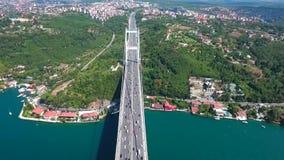Position asiatique de mer de pont de Bosphorus de côté d'Istanbul banque de vidéos