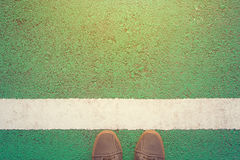 Position autour de la ligne blanche Photographie stock libre de droits