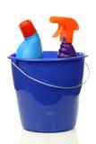 Position bleue de ménage avec des bouteilles de nettoyage image stock