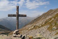 Position croisée en bois dans les Alpes italiens Images libres de droits