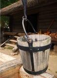 Position d'eau de cru au puits Photos libres de droits